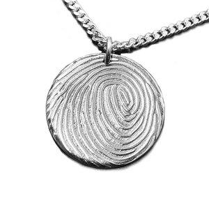 Zilveren hanger rond met vingerafdruk